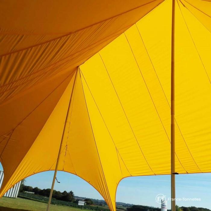 Les deux mâts de la tente Etoile de 22m